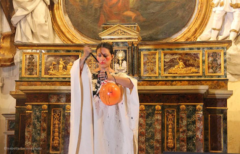 photo Elisabetta Errante #lindarandazzo Performer per ASSENZA /ESSENZA LA LUNGA NOTTE DELL'IMPROVVISAZIONE musica, teatro, danza, performance, arti visive, poesia II edizione da un'idea di Lelio Giannetto in collaborazione con Amici dei Musei Siciliani 2016