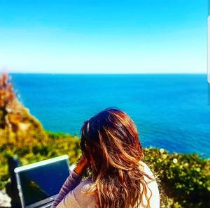 Trabalhando na Casa da Guia e contemplando o Oceano Atlântico ( o escritório foi lá aquele dia!!!!)