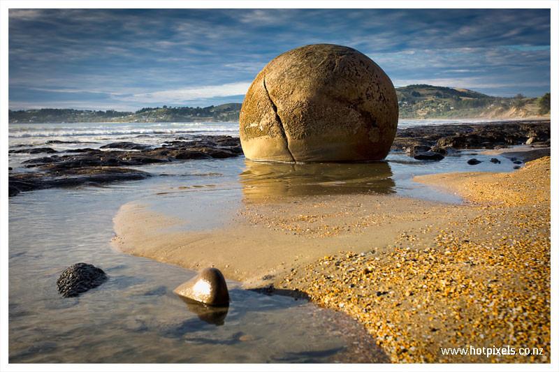 moeraki boulders solo