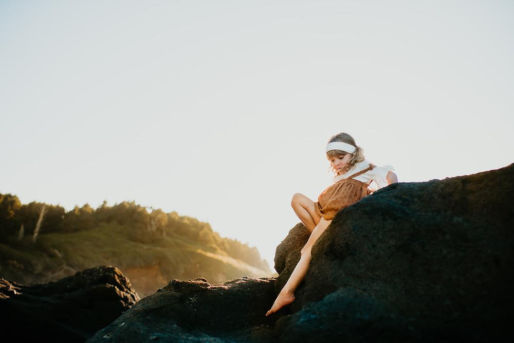 Oregon photographer. Lifestyle Oregon family photographer. Boho girl. Boho family photos. Lifestyle family photos.