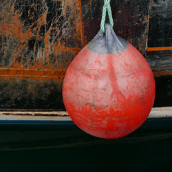 Je vois dans ma boule rouge...