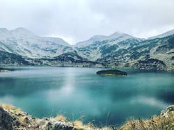 Un beau lac pour pique-niquer.