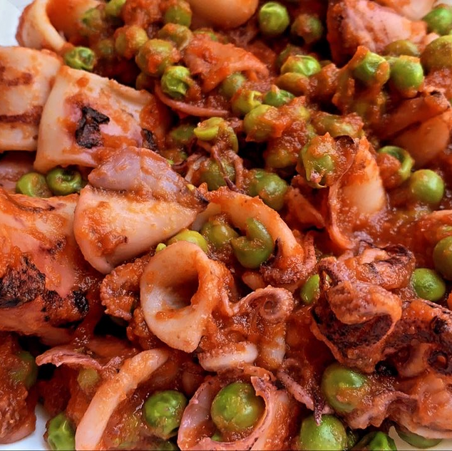 Calamares con guisantes
