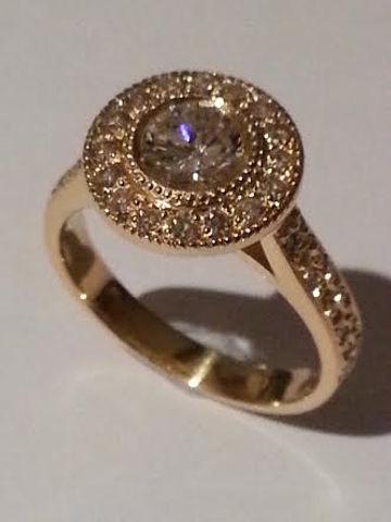 Engagement ring Round Brilliant cut diamond