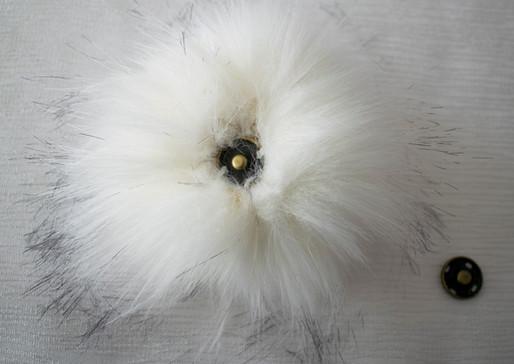 Pompon blanc pointes noires 2