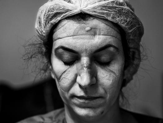 Covid: a luta de profissionais de saúde nas fotos de Ary Bassous