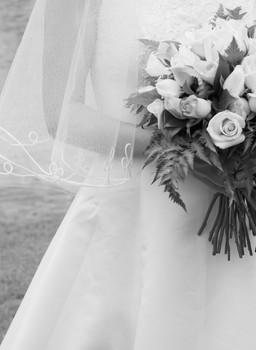 bride holding flowers australian wedding