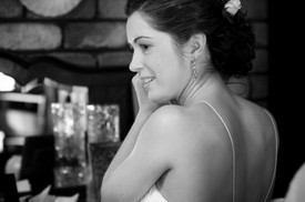 bride gets ready for the wedding
