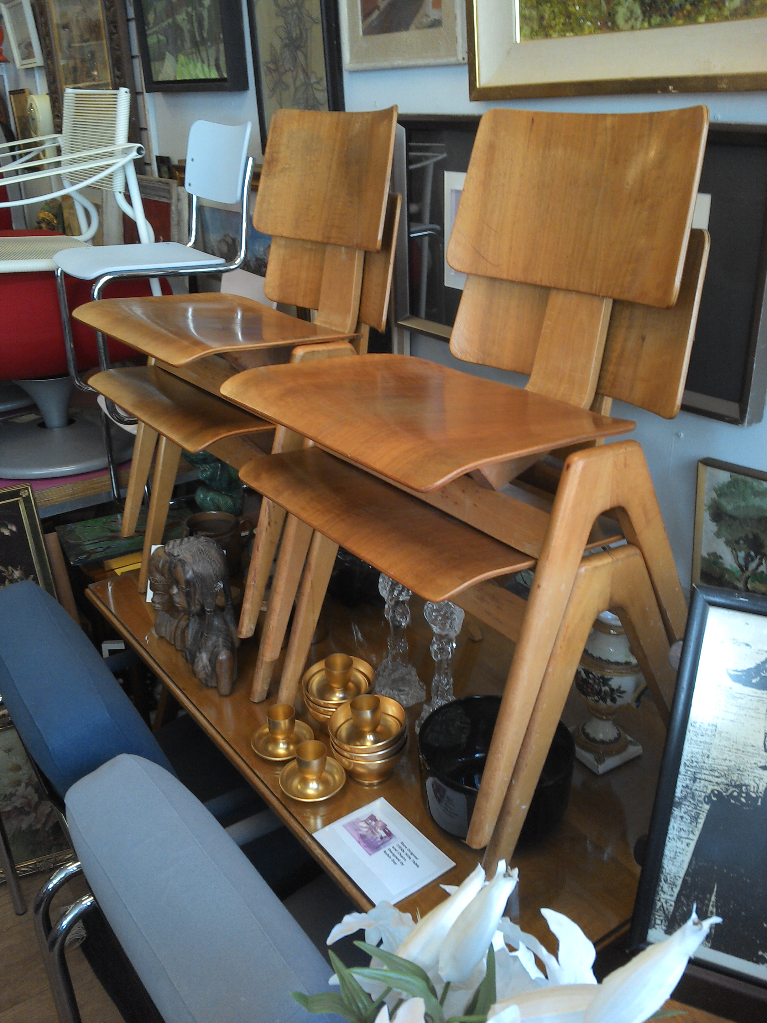 Robin Day Hillestack Table & Chairs