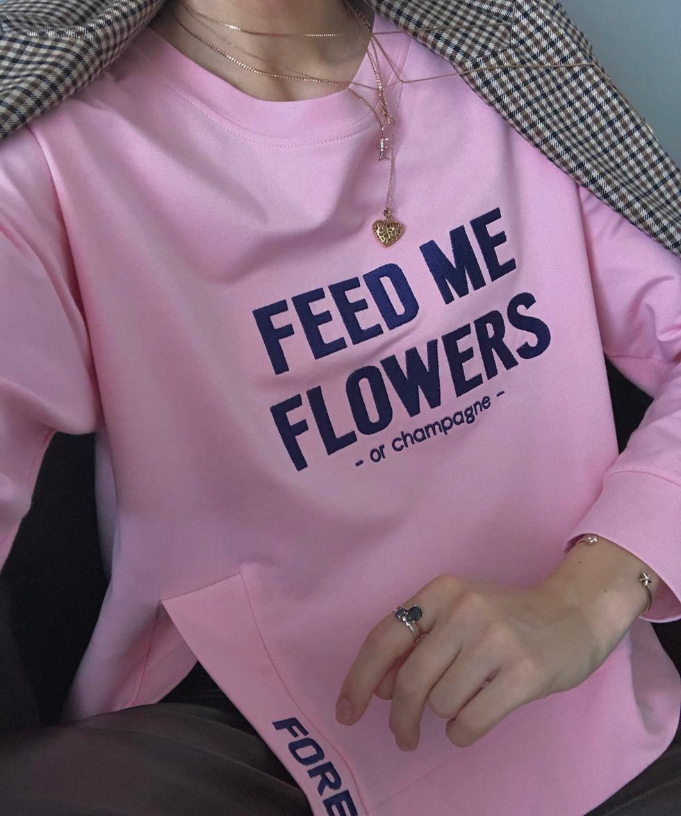 Sweatshirt - one of the most versatile pieces in your capsule wardrobe