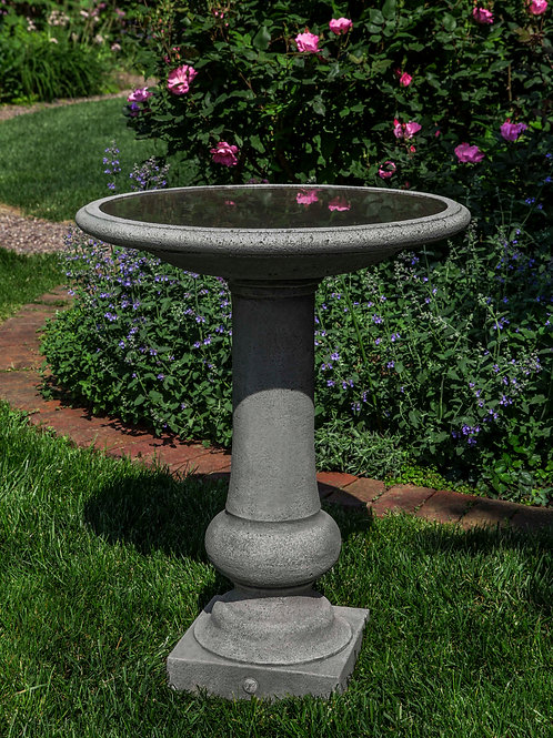 W-burg Boxwood Garden Birdbath