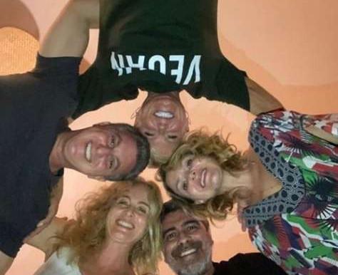 """Sem máscara, Xuxa, Angélica, Eliana e Huck se reencontram em """"festa da hipocrisia"""""""