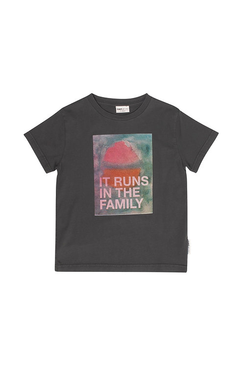 IT RUNS IN THE FAMILY / T-SHIRT