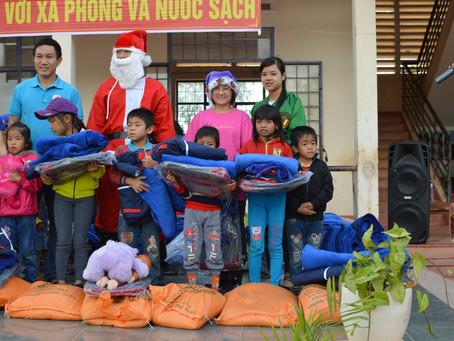 Dec 17, 2017   Distributing 200 gifts in Cưmlan Xa Cưmlan Huyen Ea Sup.