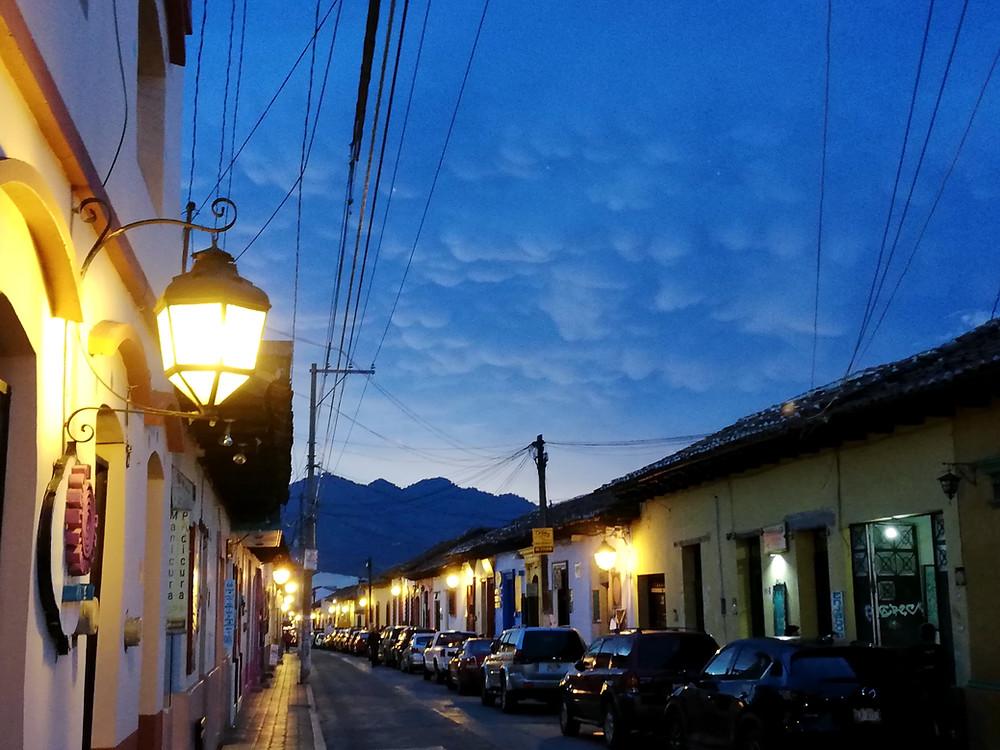 San Cristóbal bei Nacht