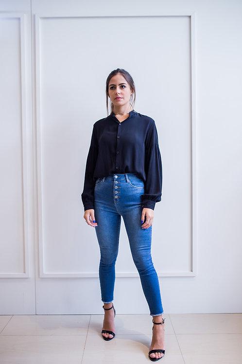 Frente da calça jeans skinny azul escura les cloches