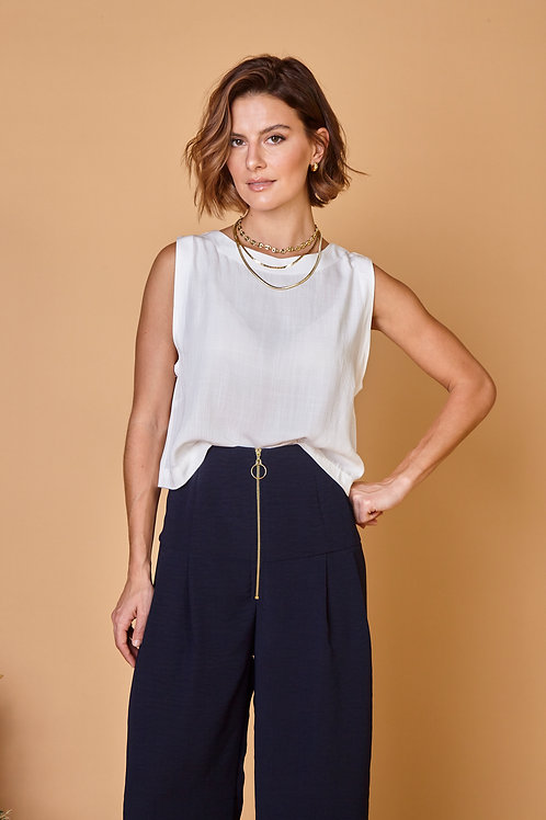 Frente do cropped bia off white les cloches