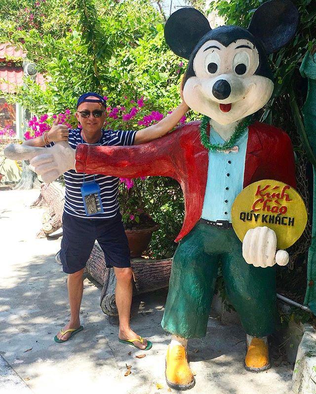 Buddies forever ✌️#meet #vietnamese #mickeymouse #karelvoříšek #disney #trip #smile