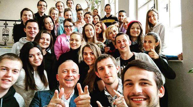 VŠFS Praha - po přednášce na schodech 😎