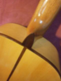 Guitarra de ciprés.