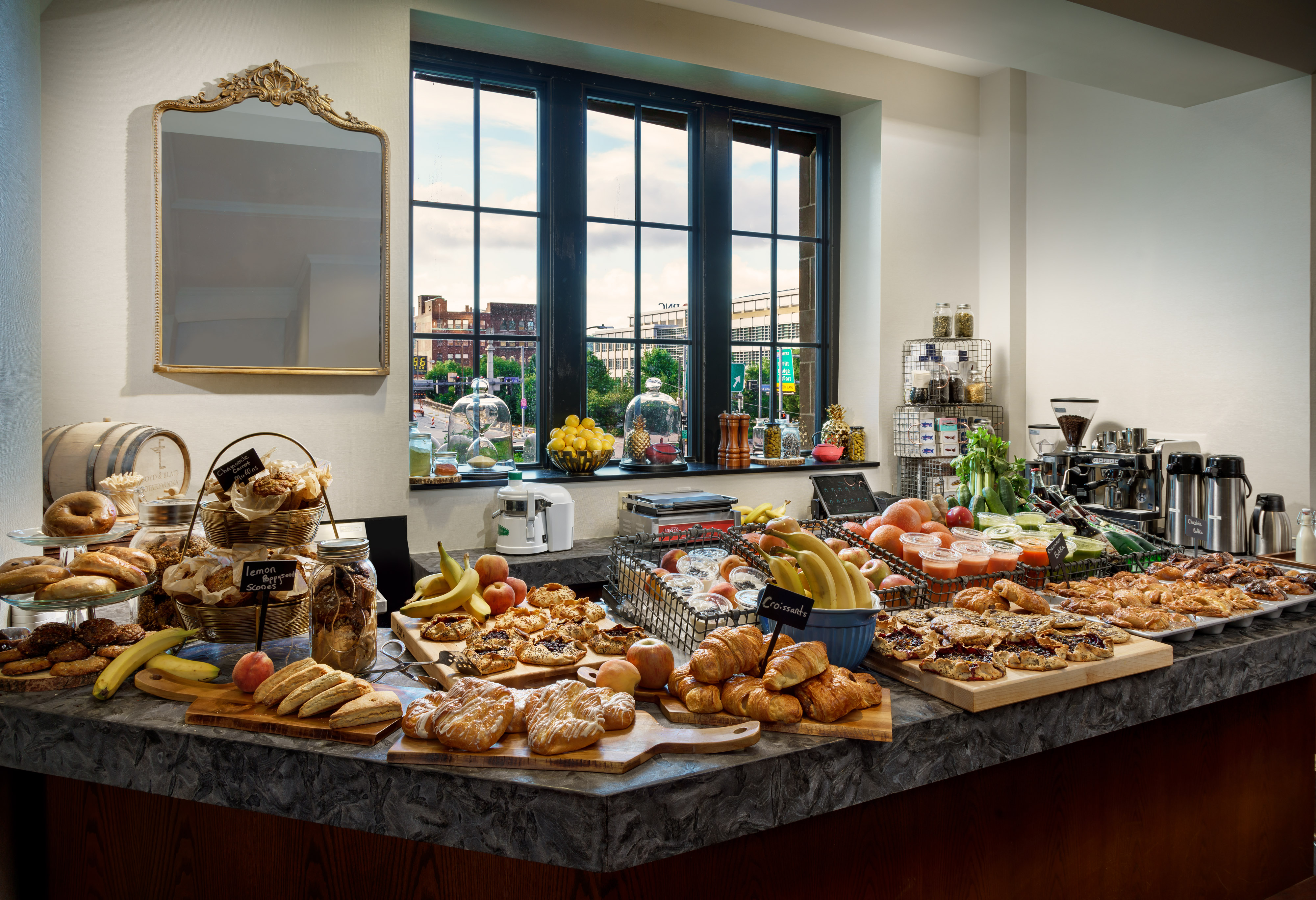 20170802_Distrikt_Breakfast_Bar