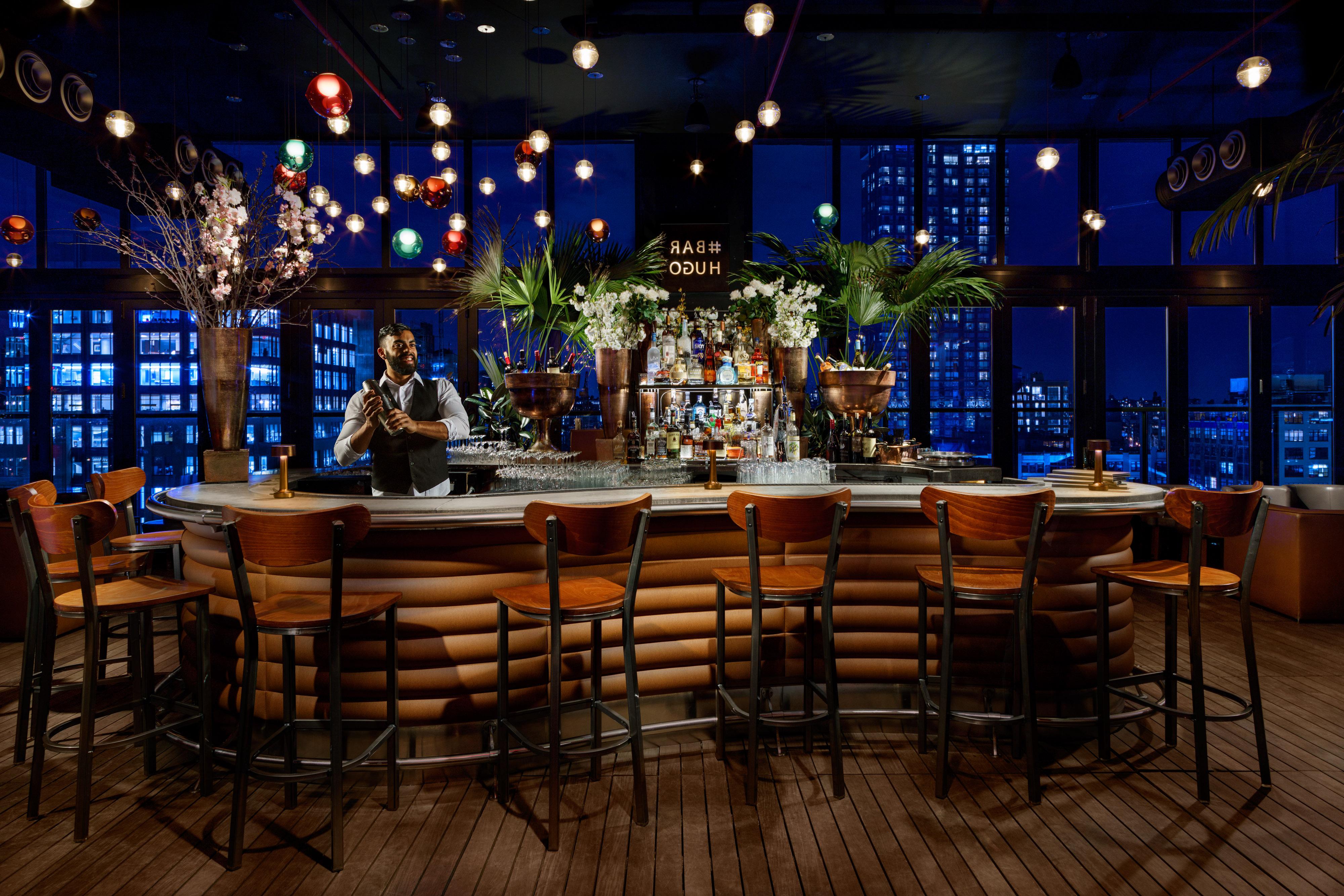 Hotel_Hugo_Bartender