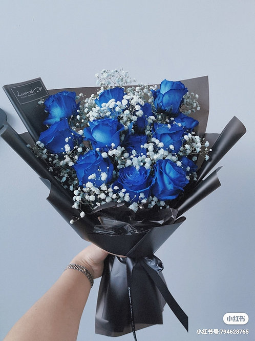 Blue Rose with Baby's breath