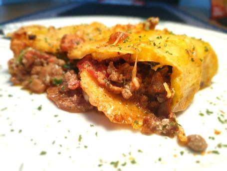 Comfort-Food: Kartoffel-Rolle mit Hackfleisch-Spinat-Füllung im Ofen