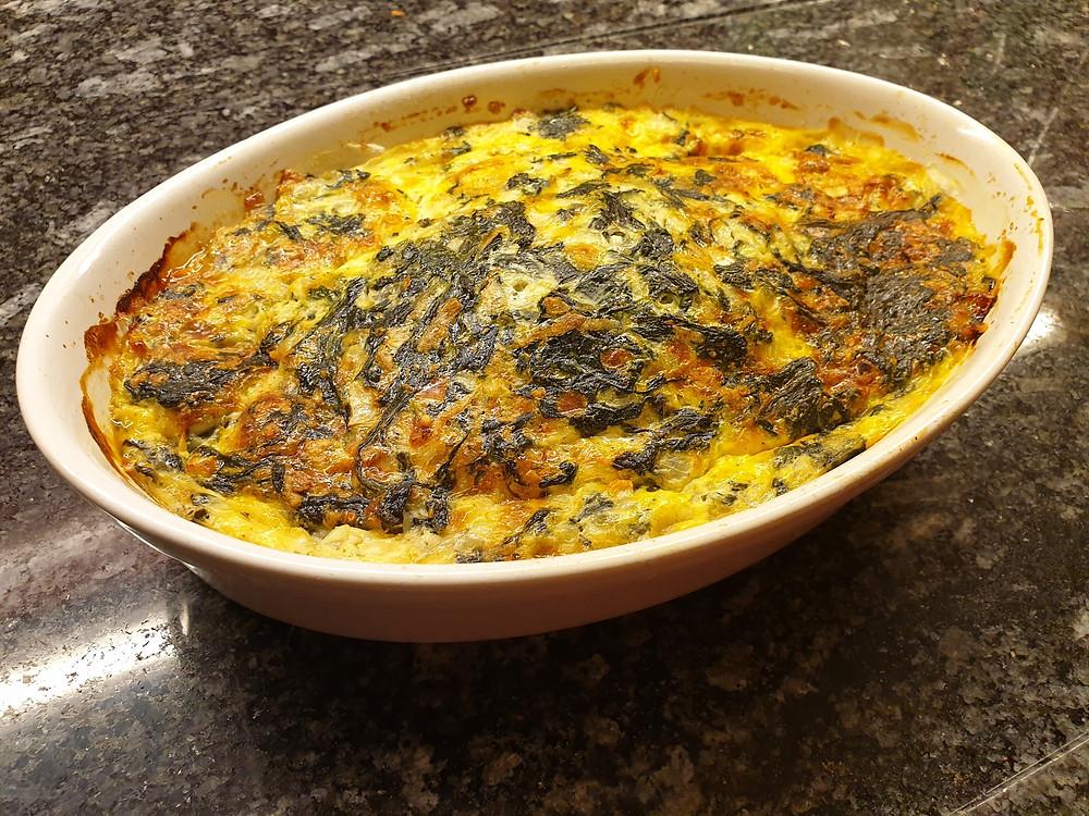Quiche mit Spinat, Eiern und Hüttenkäse.