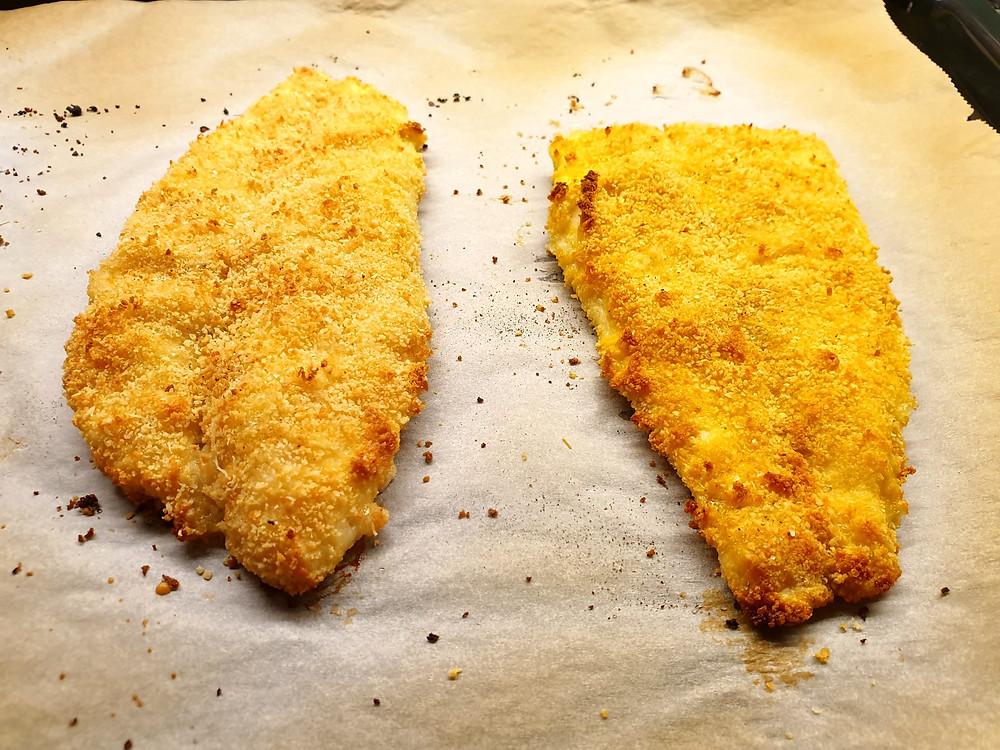 Die Pangasius-Filets werden im Ofen schön knusprig.