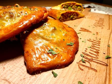 Fake-Empanadas mit Pizzateig und Hackfleisch