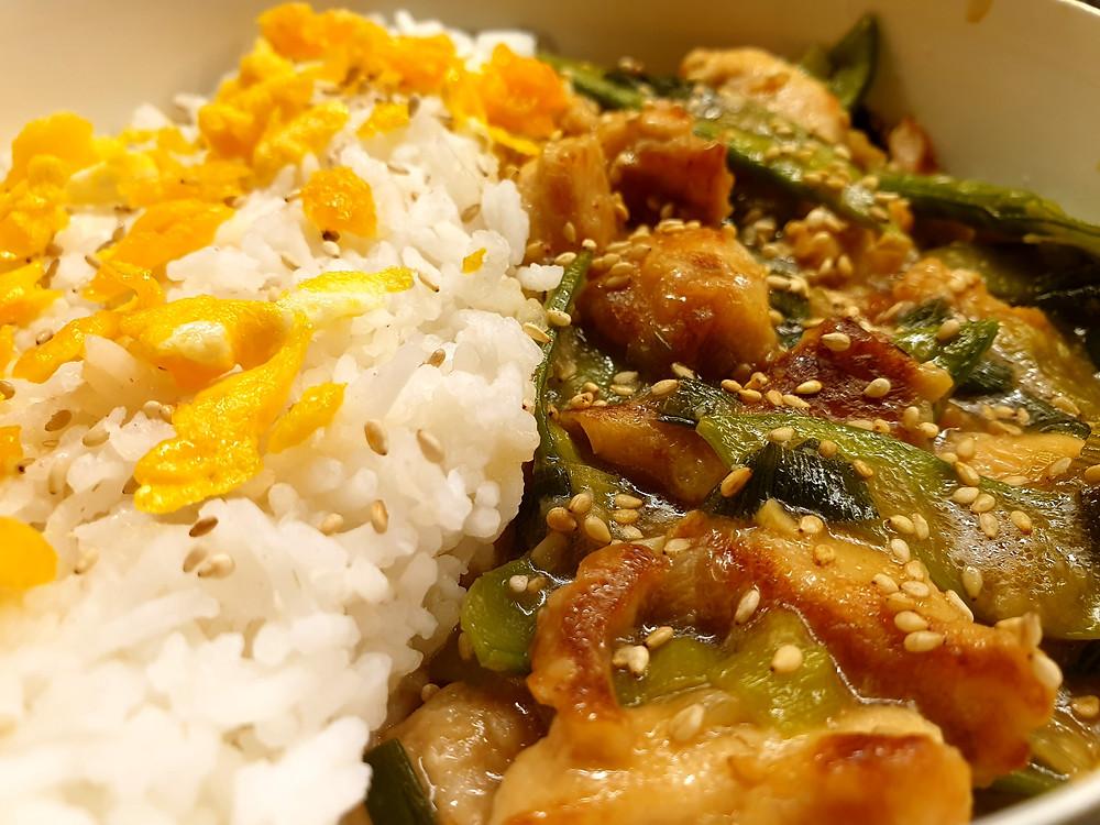 General Tso's Chicken ganz ohne Zucker: Die Kefen verleihem dem Gericht auf natürliche Weise eine milde Süsse.