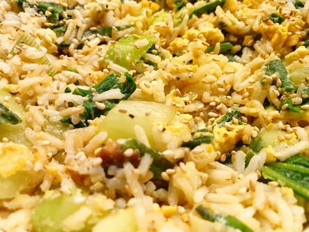 Gebratener Reis mit Pak Choi und Ingwer