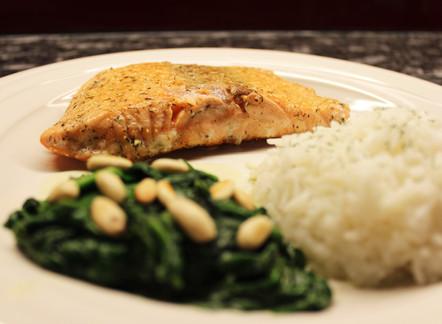 Lachs mit Meerrettich-Spinat und Reis