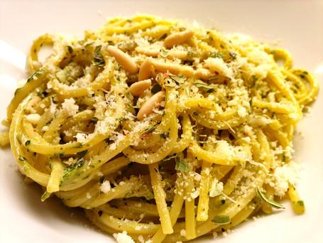 Crème-Fraîche-Basilikum-Pesto mit Pasta