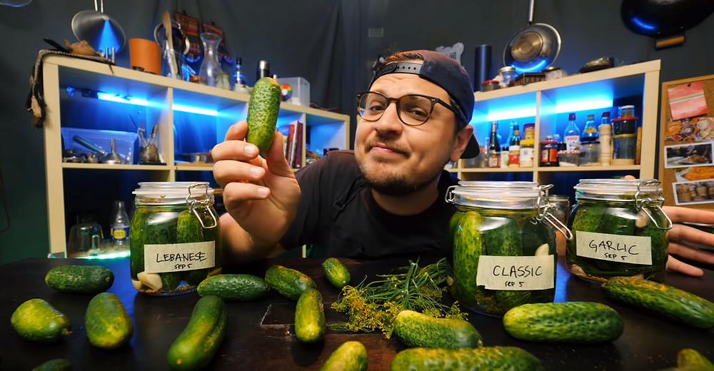 Ausschnitt aus dem Video «How Good Are The World's Best Pickles?» von Andong.
