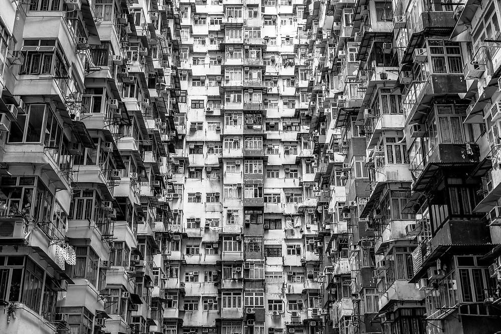 Dichtestress in China: Eindrückliche Fassaden von Wohntürmen.  (Bildquellen: Philippsaal / teetasse / Paul_Henri / pixabay.com)