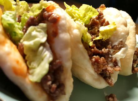 Chinesische Bao-Burger mit Rindfleisch