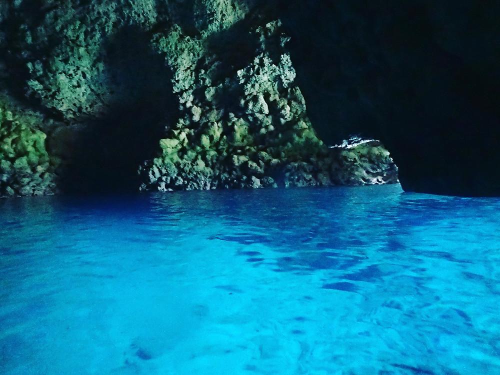 早朝ダイビング 青の洞窟 真栄田岬
