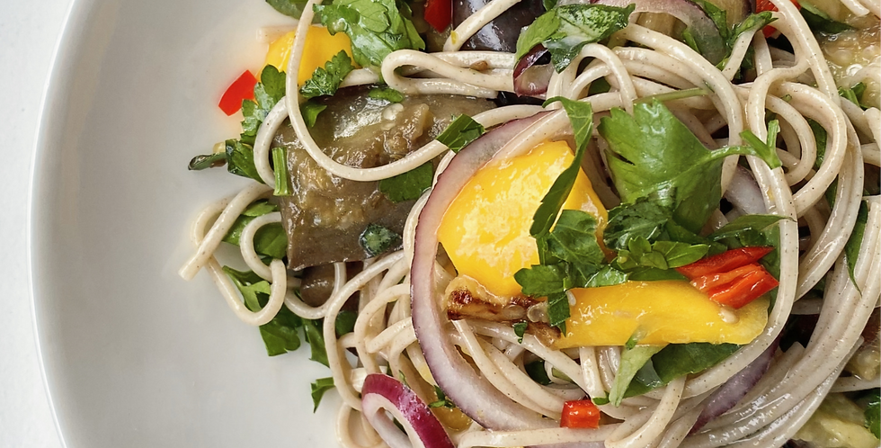 Woensdag: Koude sobanoedels met mango en aubergine (optie: garnalen)