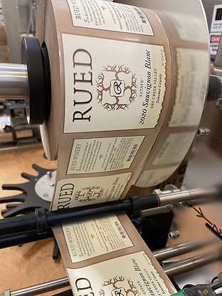 wine bottle label machine with Rued labels