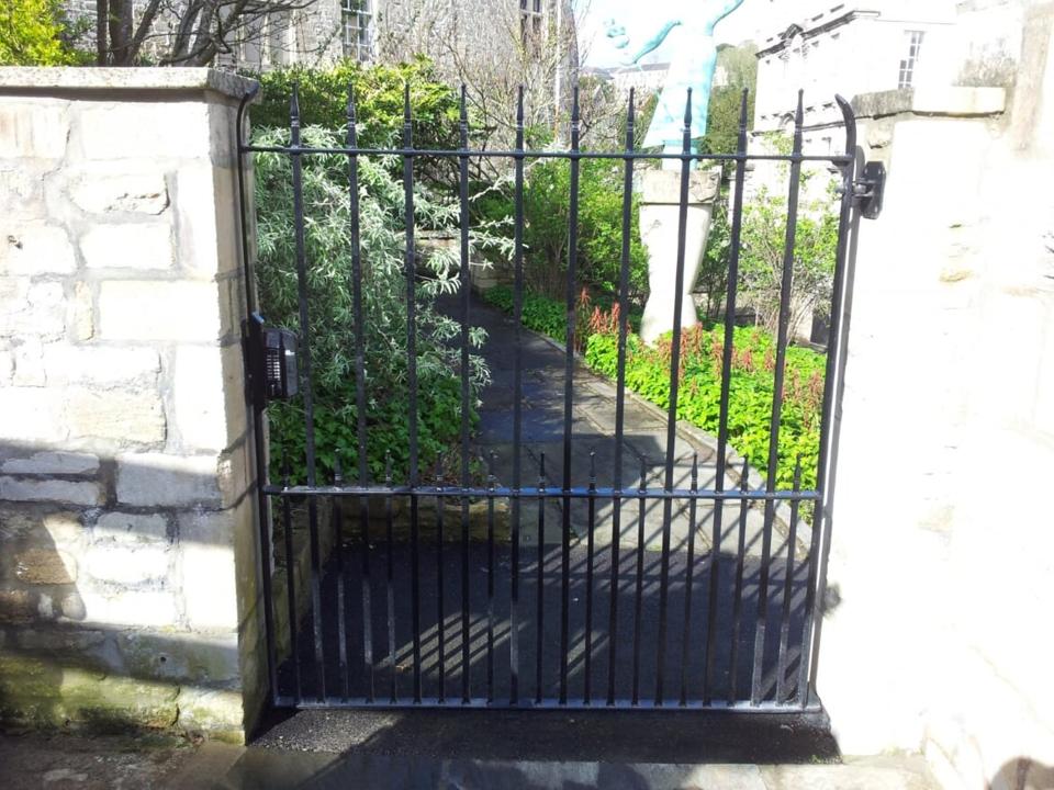 Single Metal Gate