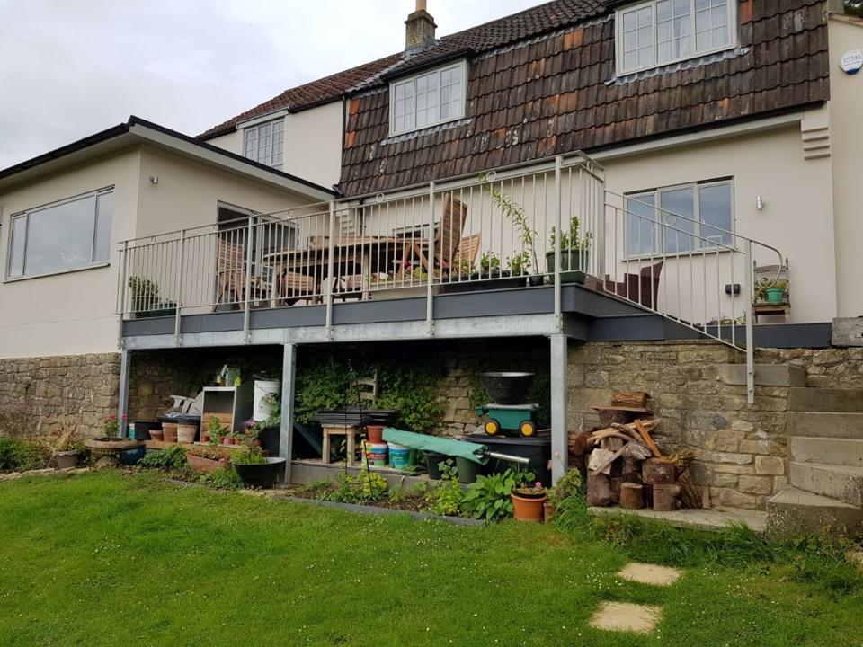 Balcony & Railing