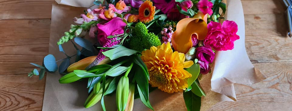 SIGNATURE FLAT GIFT BOUQUET - LUXE