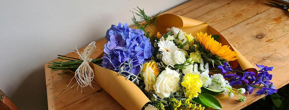 WRAP OF SEASONAL FLOWERS