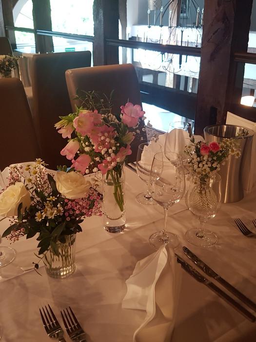 Tische dekoriert