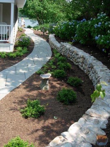Curved-Native-LI-Stone-wall-with-Bluesto