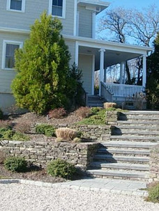 Fieldstone-Walls-with-Stairslate-spring.