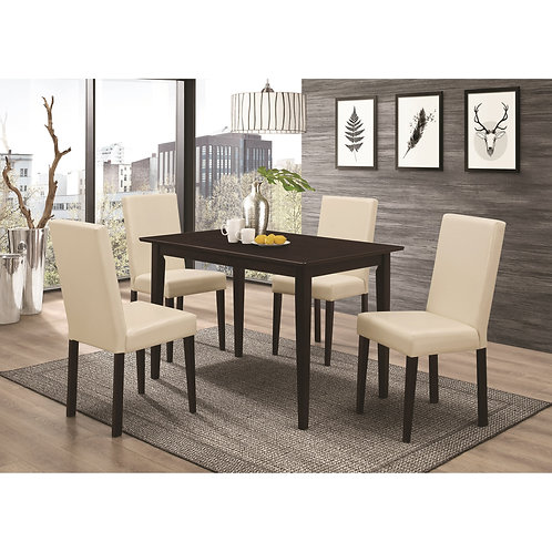 102493 Table w/ 4 chairs