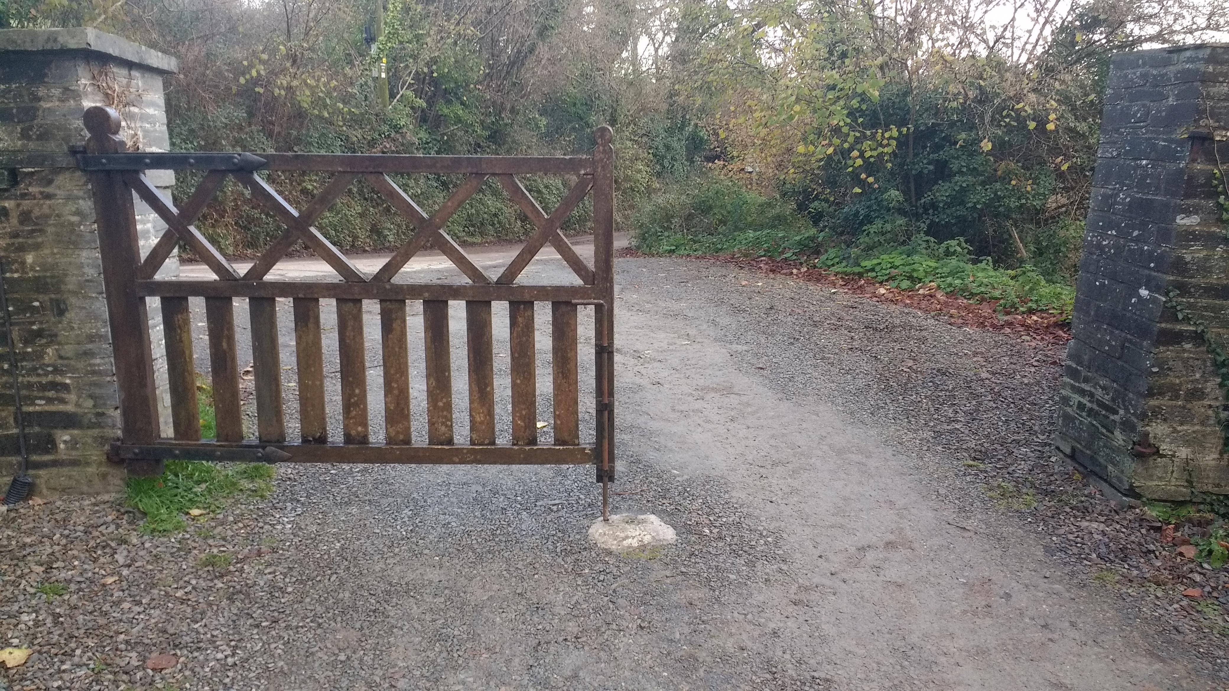 Rotten gate